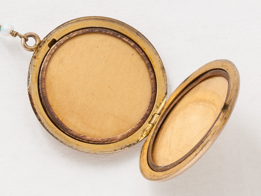 gold victorian engraved locket round lockets
